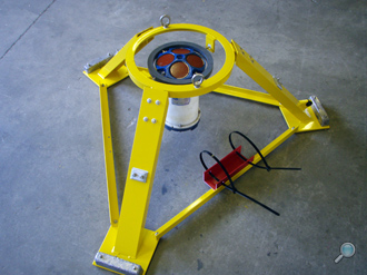 Open tripod with yellow painted finish